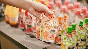 オーガニック果実使用のフルーツスムージー「クールフルーツ(各¥302/税込)」