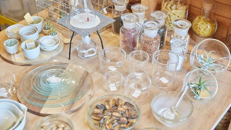シャーレにナッツを入れるなど、丈夫で匂い移りもしにくい理化学ガラスはキッチン用品としても優秀