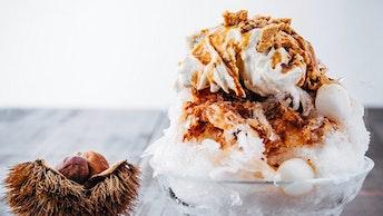 銀座本店限定の、素材そのものの甘さ引き立つ「かき氷 和栗クリーム黒蜜きな粉(¥1,500/税抜)」