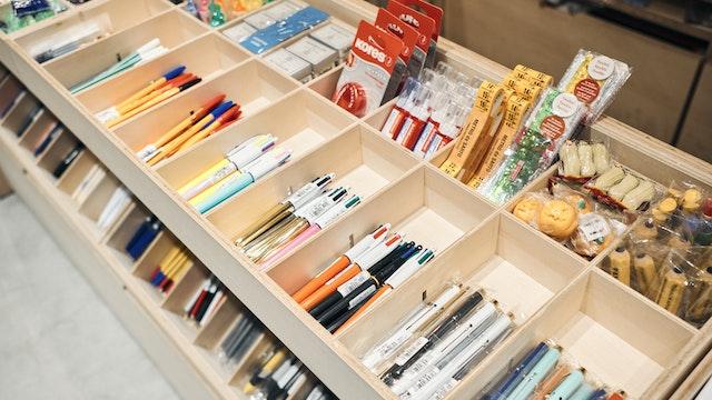 書き心地はもちろん、デザイン性にも優れたペンも豊富に揃う