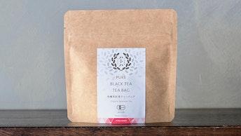 ロゴが印象的な、シンプル&ナチュラルなパッケージも素敵〔PURE BLACK TEA/TEA BAG(8個入 ¥900/税抜)〕