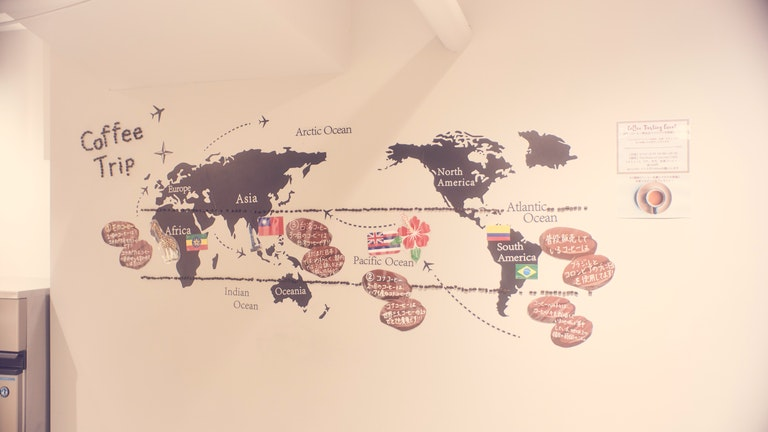 2人が訪れた時には、世界のコーヒーを飲み比べられるというH.I.S.ならではのキャンペーンが。