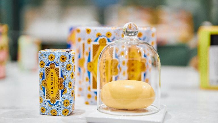全10種類のデココレクションで1番人気、フレッシュシトラスの香り〔BANHO(50g ¥1,430 150g ¥2,420/税込)〕