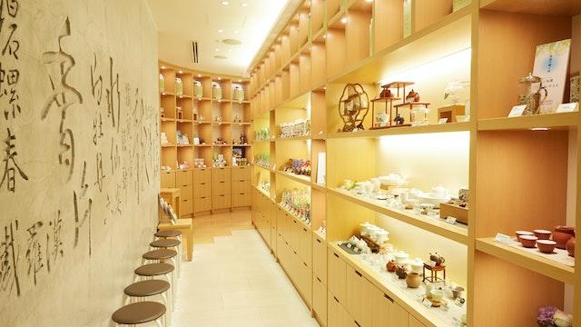 店内で提供しているお茶や茶器は購入可能。手軽に楽しめるティーバッグも