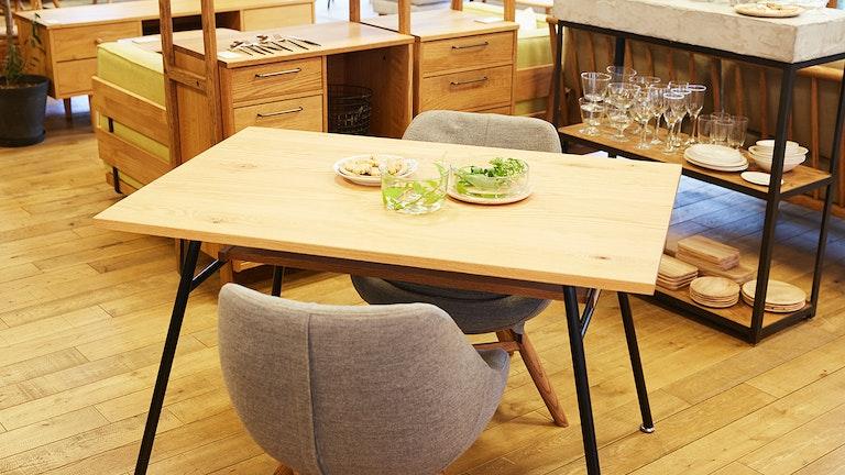 2人暮らしにおすすめのコンパクトなダイニングテーブル