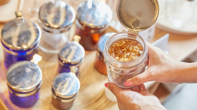 蓋付きの万能ツボは密閉度が高く匂い移りもしにくいため、調味料やお茶の保存に最適
