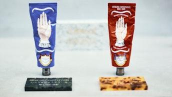 描かれた手のイラストが印象的なハンドクリーム(¥ 5,170/税込)も人気