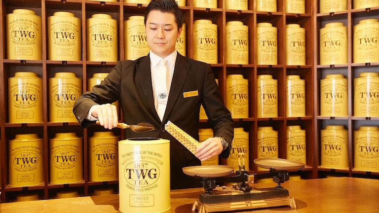 店内にある200種類以上の茶葉は全て量り売りで50gから購入できる