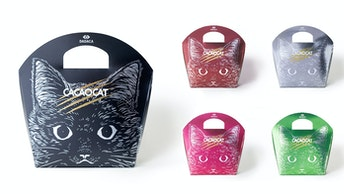 可愛すぎないシャープな印象のパッケージは、洗練された大人のチョコレート〔(6個入 ¥734/税込)〕