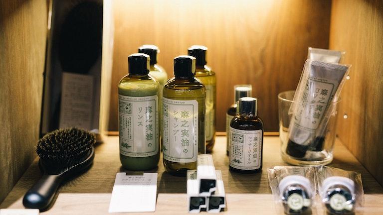麻の実油を使ったケアシリーズは、まさに麻織物をルーツに持つ中川政七商店ならでは。