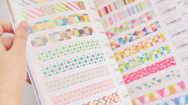 〔カタログ(¥700/税別)〕は店舗限定。定番品も含めた3月の春夏版の他、6・9月には新作掲載のカタログも