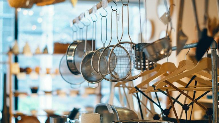 金物加工の産地・新潟の「家事問屋」のキッチンツールは、かゆいところに手が届く使用感が嬉しい