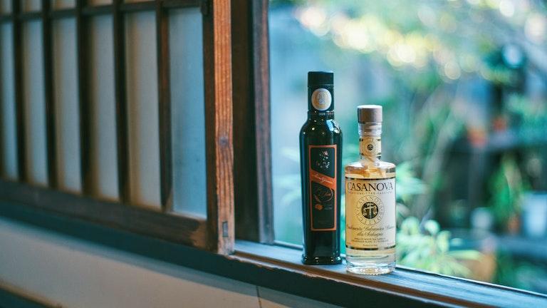人気商品Montigiani Deciso(¥1,500/税抜)とエシャロット入りのホワイトバルサミコ酢(¥3,000/税抜)