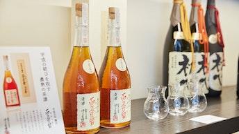 美しい琥珀色の「百々登勢」。日本酒なのにすっきりとした味わいが特徴です