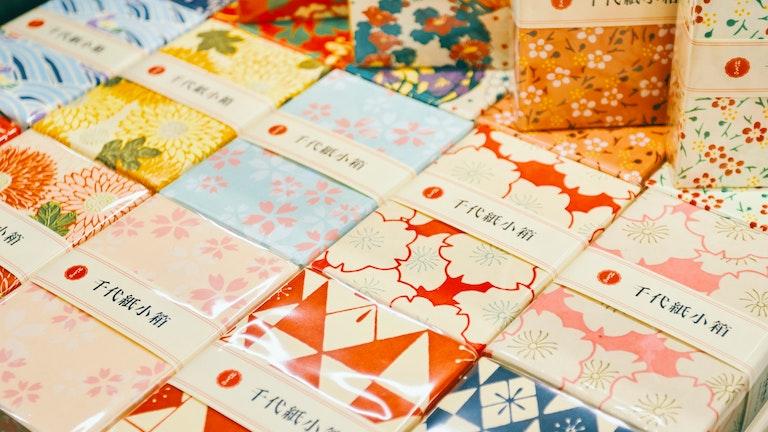 雑貨好きの心をくすぐってやまない、千代紙が貼られた小箱