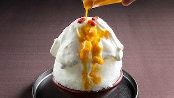 甘酸っぱさに、思わず夏の体が喜ぶ「杏仁みるく〜マンゴーソースを添えて〜(¥850/税抜)」