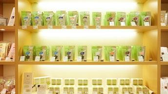 併設のショップで取り揃えている種類豊富な中国茶は、オンラインショップでも購入できます
