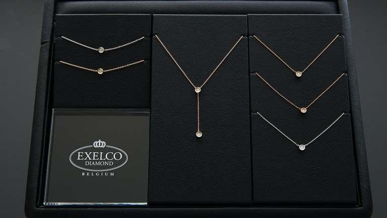 シンプルなデザインでダイヤモンドの輝きが引き立つ「プリュミエール エクラ」シリーズ
