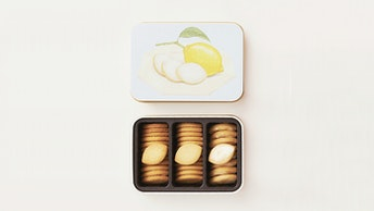 大きく描かれたレモンがキュート!クッキーもレモン型の〔クッキーボックス レモン(¥1,620/税込)〕