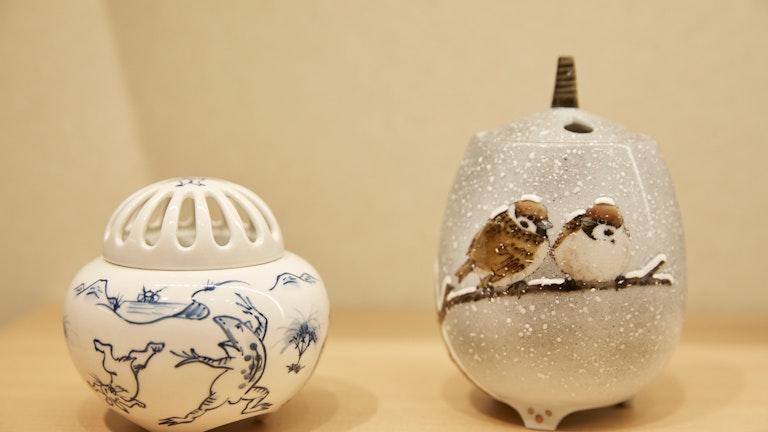 鳥獣戯画や雀など、つい手元で愛でたくなってしまうかわいい絵付けの香炉