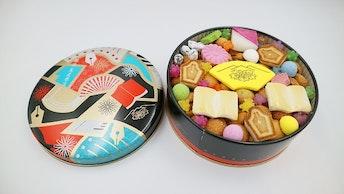 まるで玉手箱!可愛らしい30種類以上のお菓子が詰まった〔江戸の贅沢和菓子箱(¥3,200/税抜)〕