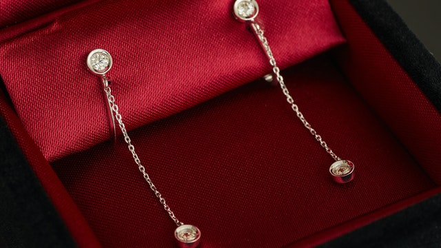 裏側からもダイヤの輝きを感じられる「プリュミエール エクラ」シリーズ