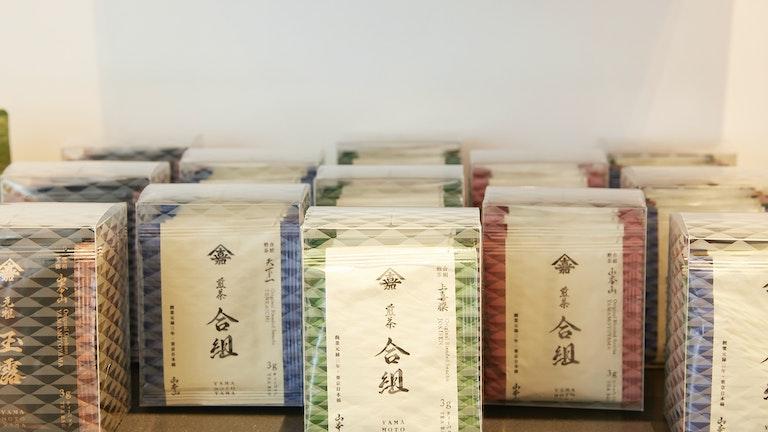 オフィスなどで1杯から気軽に日本茶を楽しめるティーバッグタイプも(¥1,080〜/税込)