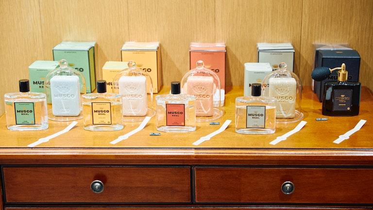 メンズ向けの香り・デザインに仕上げた〔MUSGO REAL〕シリーズは、男性へのプレゼントにぴったり