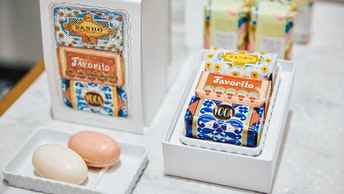 店頭では、好きな石鹸を組み合わせて選べるプレゼントにおすすめのギフトボックスも多数