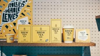 見ているだけで元気になれるポップなパッケージ。ティーバッグや茶葉タイプなど種類も豊富