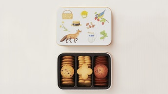 北海道産の小麦粉とバターに映えるベリーのフレーバー〔クッキーボックス ベリーズ(¥1,728/税込)〕