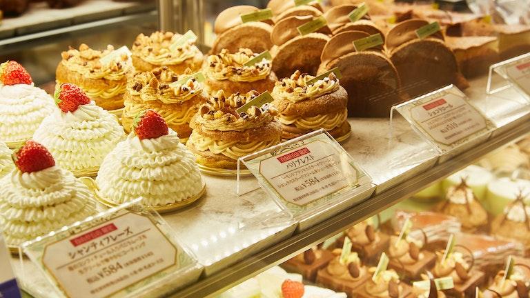 テイクアウトで楽しめる自由が丘店限定の美しいケーキ達
