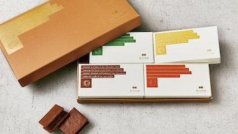 カカオ豆の違いが生む4種のフレーバーを味わえる〔チョコレートサンドクッキー(4個入 ¥1,944/税込)〕
