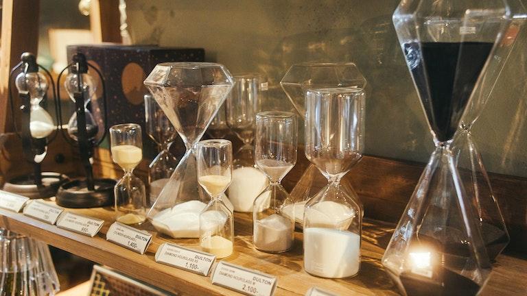 繊細なガラスが美しい、大小様々なサイズが揃うインポートの砂時計
