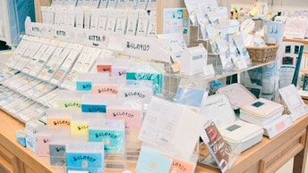 人気のマステ「KITTA」をはじめ、日々をたのしむ文房具「HITOTOKI」シリーズも豊富
