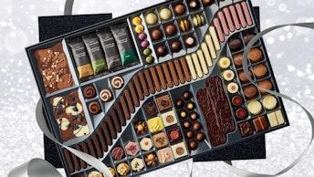 開いた瞬間の歓声が響きそうな〔ラージ ショコラティエズ テーブル(¥21,000/税込)〕