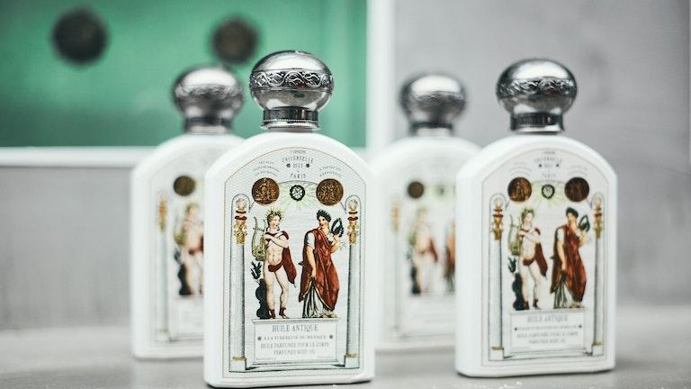 オー・トリプルの4種と同じ香りが楽しめるユイル・アンティーク(¥ 6,156/税込)