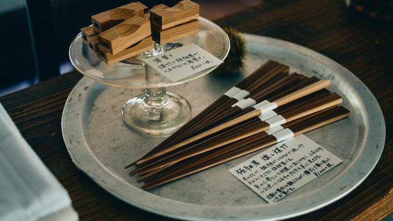 しなやかな竹で作られた極細のお箸(¥1,000/税抜)は、京都の職人さんによる手作り