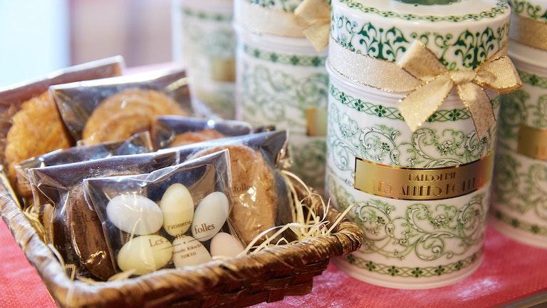 まるで陶器のような模様がかわいいクッキーの詰め合わせ「アラベスク(¥1,510/税抜)」