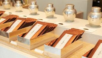 品のあるパッケージが素敵な、ふじヱ茶房でしか買えない7種類のオリジナル茶葉(¥1,296~/税込)