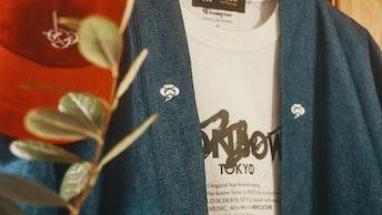 Tシャツやジャケットなど、オリジナルのアパレルは他では見かけないデザインのものばかり