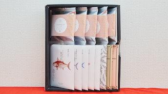 人気の8種類のおだしに、もち米のおこげがセットになった〔【雅】みやび(¥3,100/税抜)〕