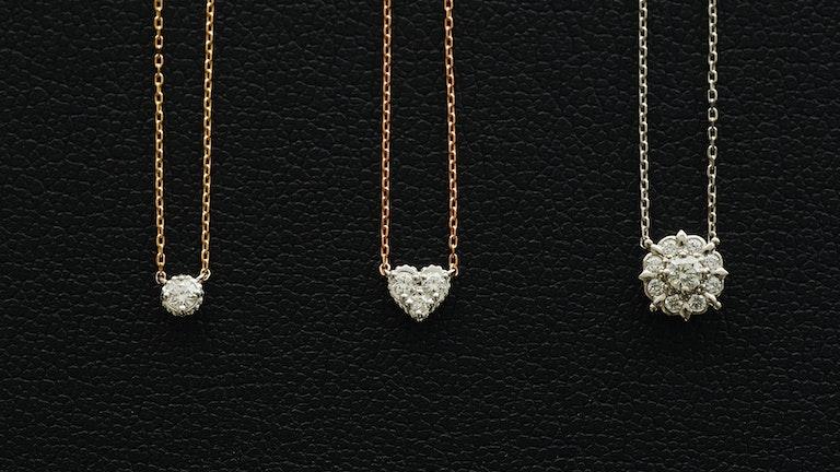 手に取りやすい価格帯で、初めてのダイヤモンドジュエリーにぴったりな「プティエトワール」シリーズ