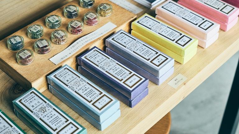 カラフルなパッケージがかわいらしい薫玉堂のお線香(¥1,500/税)など、和雑貨も充実