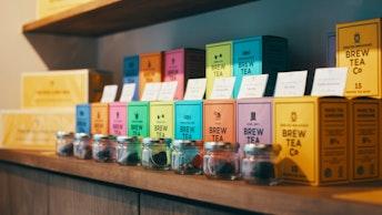 看板商品のイングリッシュブレックファーストなど、全部で8種類。ティーバッグ、茶葉、缶入りが選べます