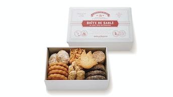 7種25個の贅沢な味わい。定番人気のオリジナルクッキー缶〔サブレ・アソルティ(S)(¥2,376/税込)〕