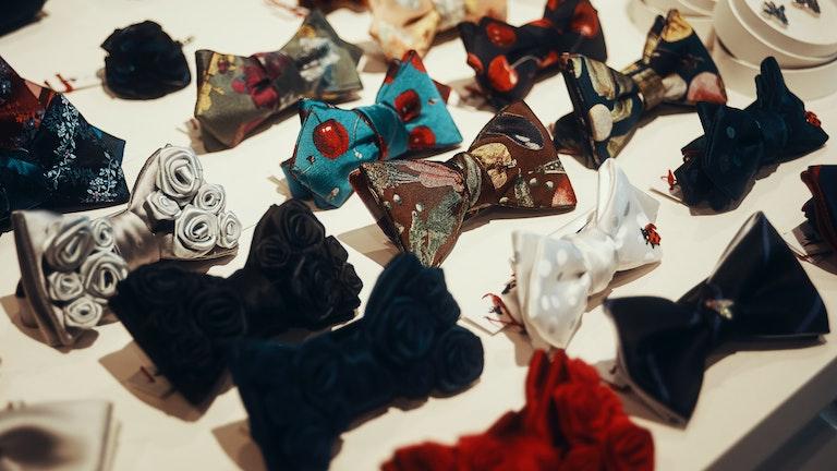 ずらりと並ぶ蝶ネクタイたち。ここまでの品揃えにはなかなか出会えない