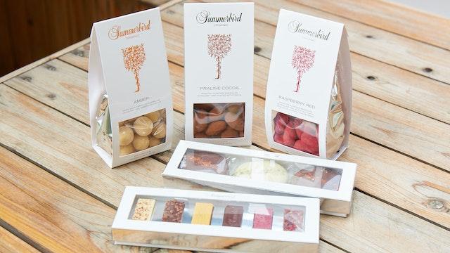 贈る相手を選ばないシンプルなパッケージのチョコレートは、プチギフトにもぴったり
