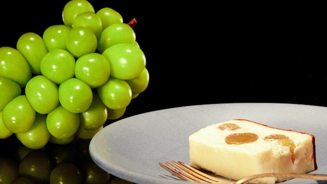 濃厚な口溶けと麹を使用した優しい甘味にマスカットの爽やかさが絶妙!ハーフサイズ(¥ 2,780/税込)