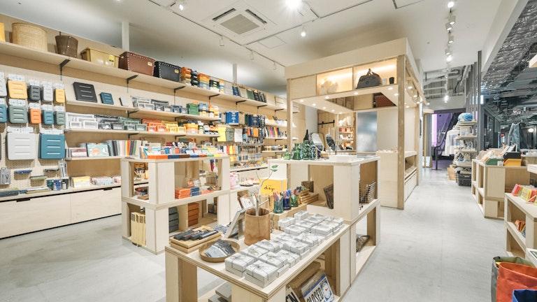 ステーショナリーを中心に、ファッション小物やインテリア雑貨まで幅広い品揃えが魅力